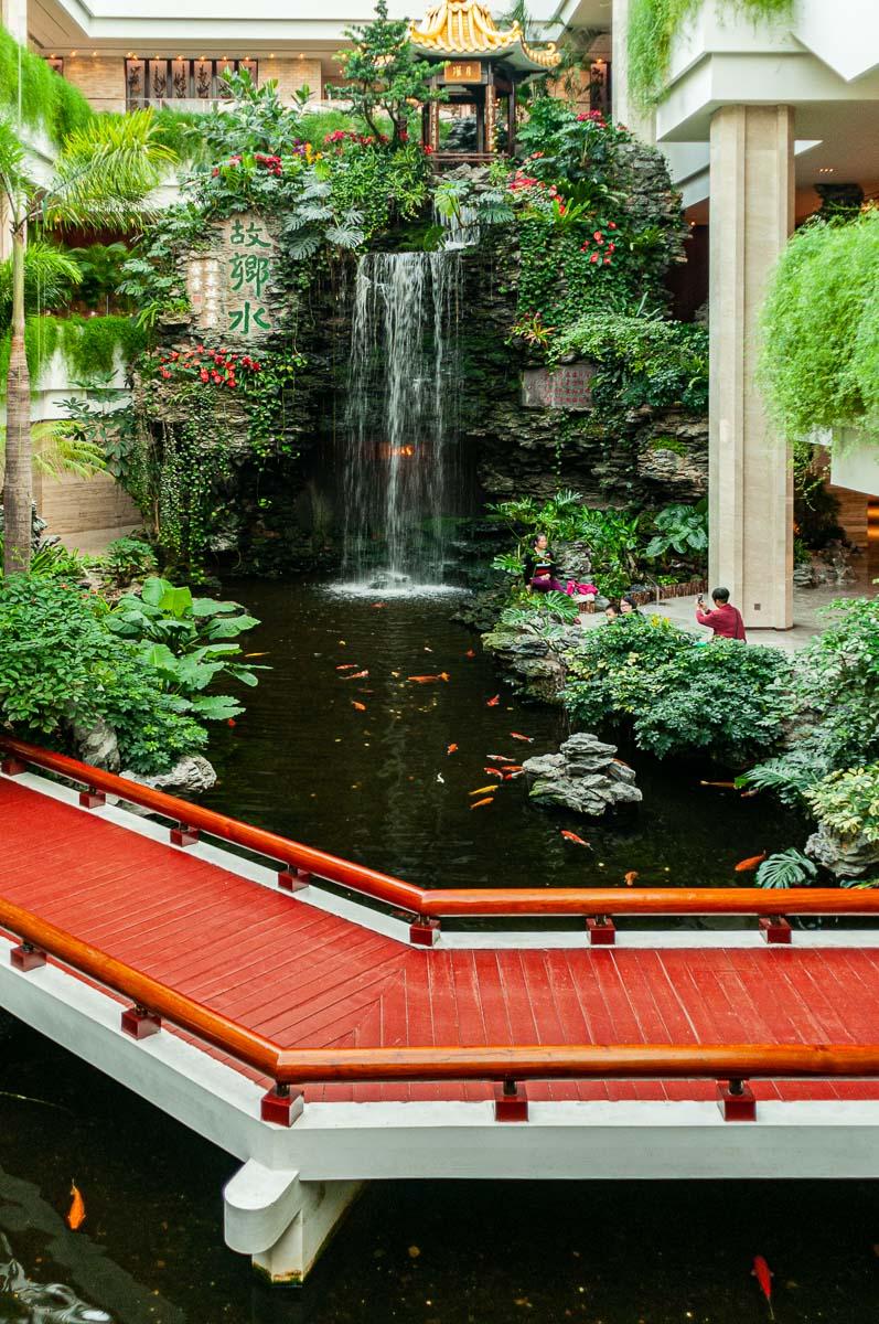 Холл гостиницы. г. Гуанжоу