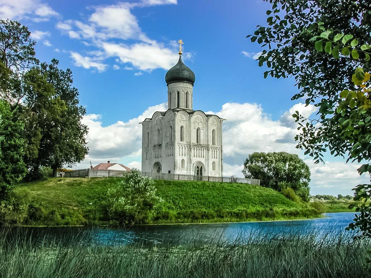 Церковь над рекой