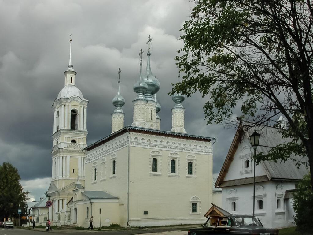 Церковь в центре города