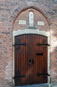Двери церкви в Амстердаме