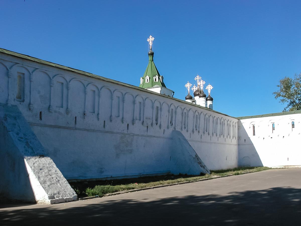 Стены кремля - достопримечательность города Александрова