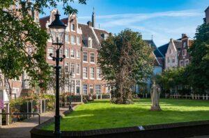 Монастырский дворик в Амстердаме