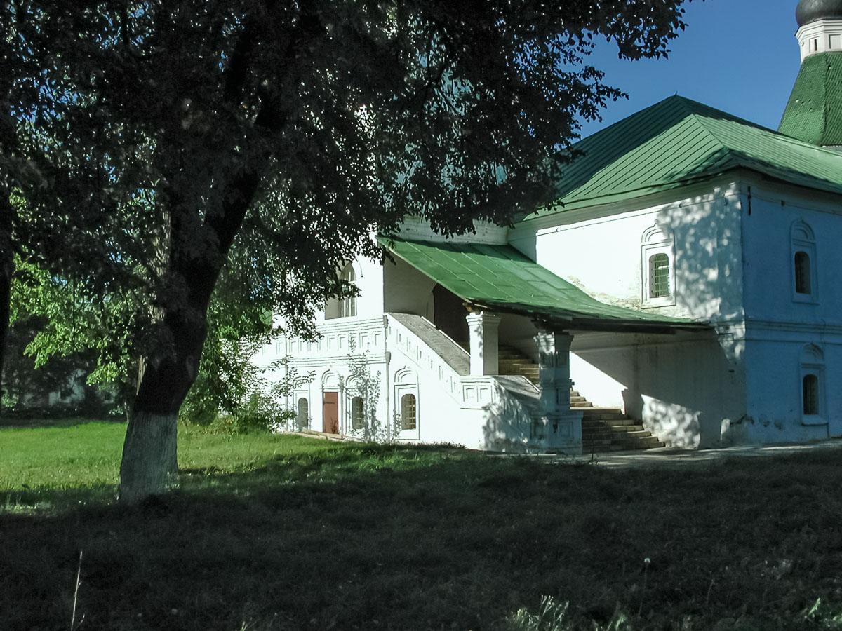 Покровская церковь вход