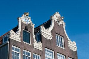 Кран-балки на доме в Амстердаме