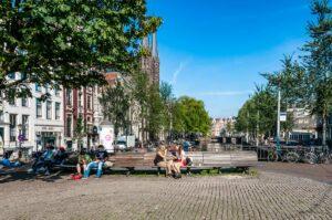 Площадь у канала в Амстердаме