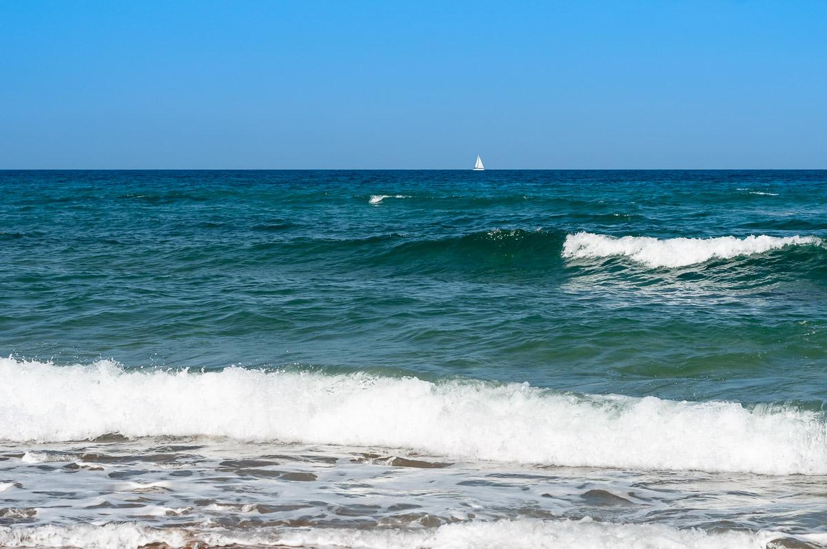 Достопримечательность острова парус в море